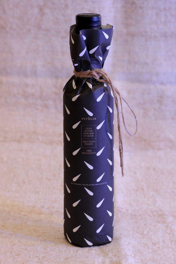 luxury packaging for vitùlia organic extra virgin olive oil. cold pressed #vituliaevoo #vituliaextraverginebiologico #vituliagiftideas # vitulialuxuryfood
