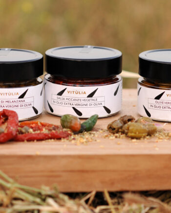 Products conserved in oil vitùlia. gift box with three extraordinary products of italian traditional cuisine. #vituliaproductsconservedinoil # vituliagiftideas#vitulialuxuryfood