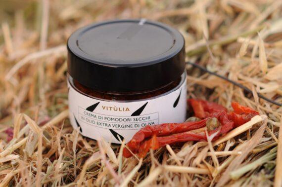 Sun dried tomatoes paste Vitùlia. A thick and tasty dried tomato cream. #vituliadriedtomatoes#vituliaitalianidiorigine #italianidiorigine #legoccevitulia #vituliadrops