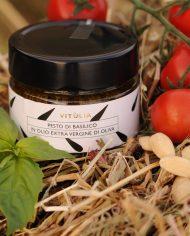 Basil pesto Vitùlia. A home made pesto made with fresh basil leaves, tomatoes, almonds and pecorino cheese. #vituliabasilpesto#vituliaitalianidiorigine #italianidiorigine #legoccevitulia #vituliadrops.